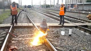 видео Технология алюминотермитной сварка рельсов и рельсовых стыков