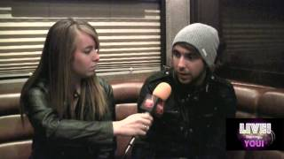 Скачать All Time Low S Alex Gaskarth Talks About Don T Panic