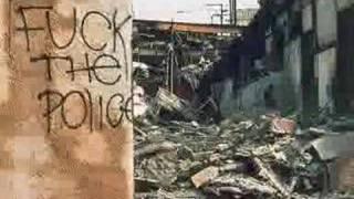 Folie à trois - Busco la paz y el conflicto