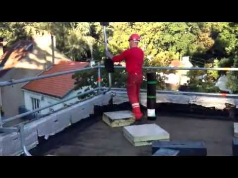 le garde corps layher pour toiture terrasse youtube. Black Bedroom Furniture Sets. Home Design Ideas