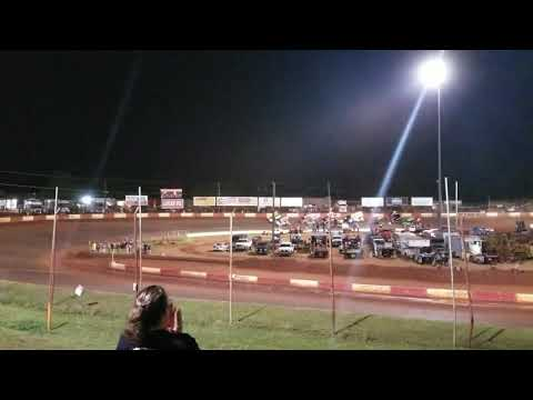 USCS @ Dixie Speedway - four-wide salute to the fans