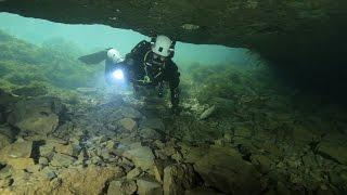 Magie van het grotduiken ( Magic of cave diving)