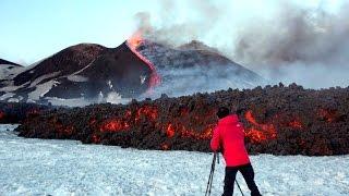 Eruzione Etna, 10 feriti, Video, esplosione da cratere, Catania, Sicilia 16 marzo 2017 thumbnail