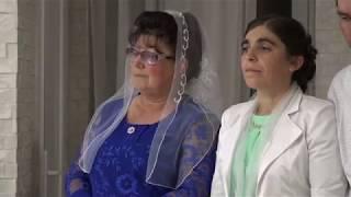 Жених ( Юра) и Невеста ( Марина) поют своим мамам.