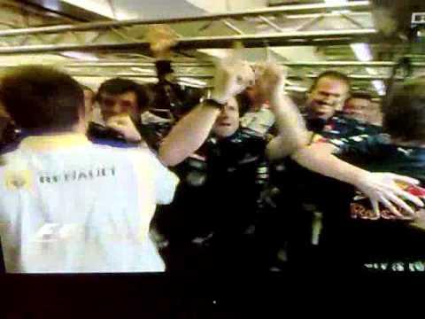 Red Bull Team celebrates in Abu Dhabi 2010 Yolanda- Americano
