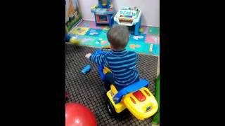 видео обзор Детской Комнаты Машинка на аккумуляторе(Описание., 2016-03-26T18:16:47.000Z)