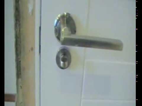 Instalaci n de un pestillo para puerta de aseo youtube - Como colocar puertas correderas ...