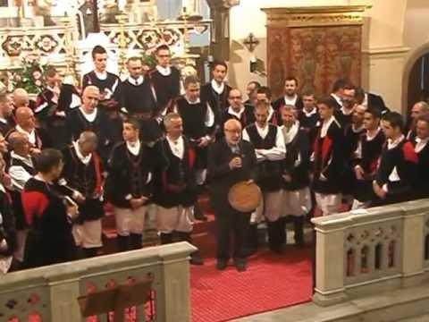 4 -5-2013  scambio di doni tra coro Bachis Sulis-Coro Ortobene e Parroco di Aritzo