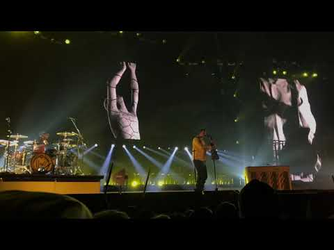 twenty one pilots - Nico and the Niners (Live in Oakland)