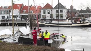 20120214 Berging kotter in haven van Elburg