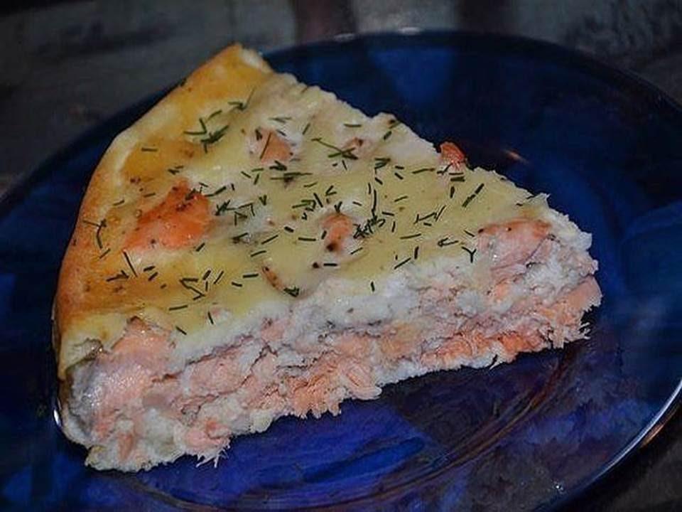 Пирог с красной рыбой простой и быстрый