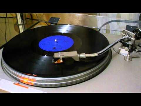comparing cd and vinyl sound doovi. Black Bedroom Furniture Sets. Home Design Ideas