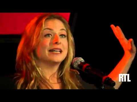 Constance montre sa culotte sur RTL