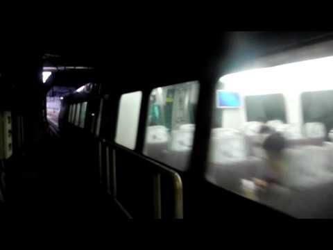 香港MTR 空港快速 A-Train E104-K404 青衣駅から出発シーン