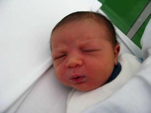 baby farts, neonato scoreggione