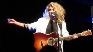 Tori Kelly ft. Mateus Asato - Beautiful Things Greek Theatre LA