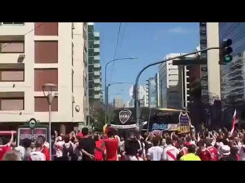 Peligra la superfinal: feroz ataque al micro de Boca en su llegada al Monumental