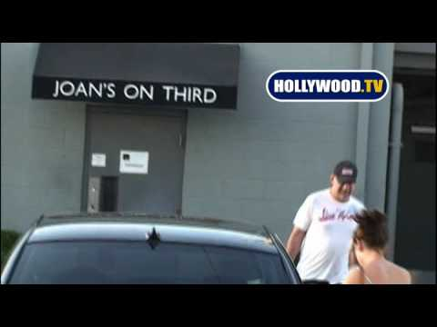 Bruce Willis and Family Have Lunch In Los Angeles