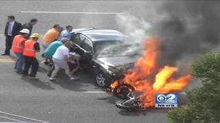 Водители проезжавших машин спасли попавшего под BMW мотоциклиста