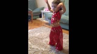 маленькая девочка танцует танец живота(, 2015-01-29T18:48:09.000Z)