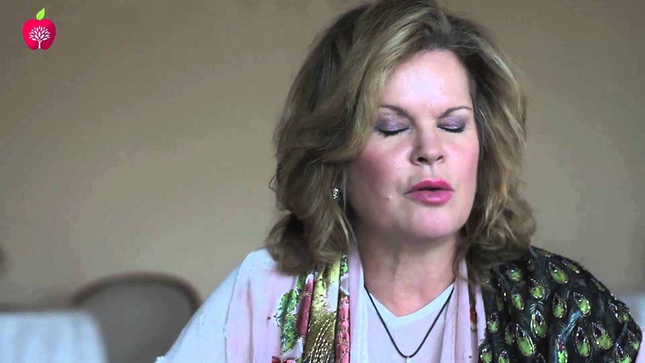 Watch Amelia Kinkade video