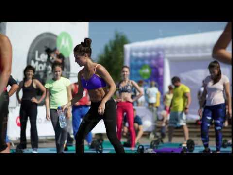 Russia, Novosibirsk, 2016: Rest between sets. Sports girl drinks water