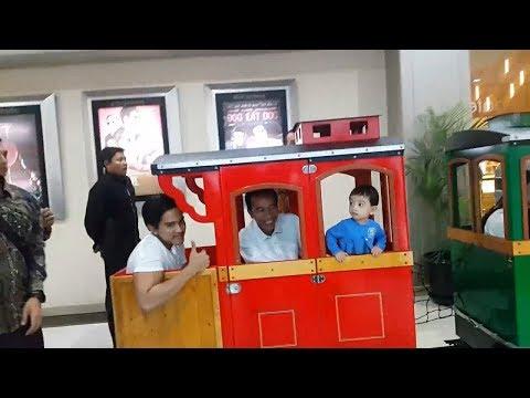 Presiden RI Naik Kereta Anak-anak di Solo, Jokowi Malam Mingguan Sambil Momong Cucu di Mall