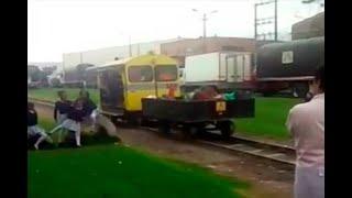 Niños de Funza corren peligro porque su patio de recreo está frente a vía del tren| Noticias Caracol