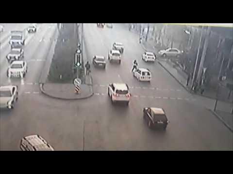 Водитель авто едва не задавил полицейского в Шымкенте