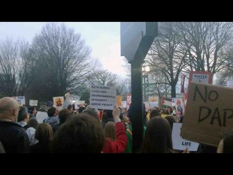 Dakota Pipeline emergency protest held outside White House