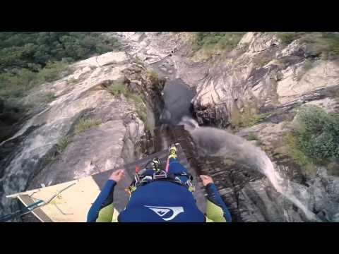 Прыжок в воду с высоты 59 метров!