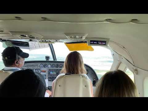 Landing at Belize International airport (flight from Placencia, Belize) (Cessna C208B EX Caravan)