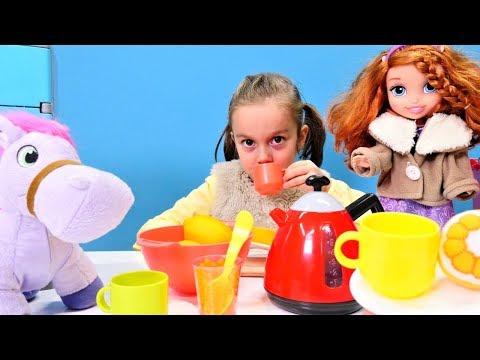 Çizgi film Prenses Sofia ve Minimus çay ile ısınıyor