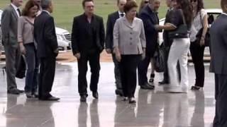 Presidenta Dilma recebe banda U2 no Palácio da Alvorada