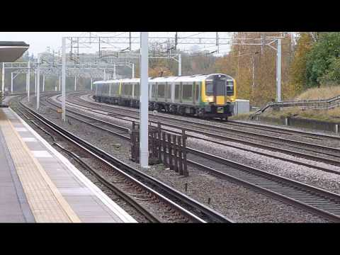 Trains at: Carpenders Park, 15 Nov 17