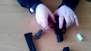 розбирання.збірка іграшкового пістолета