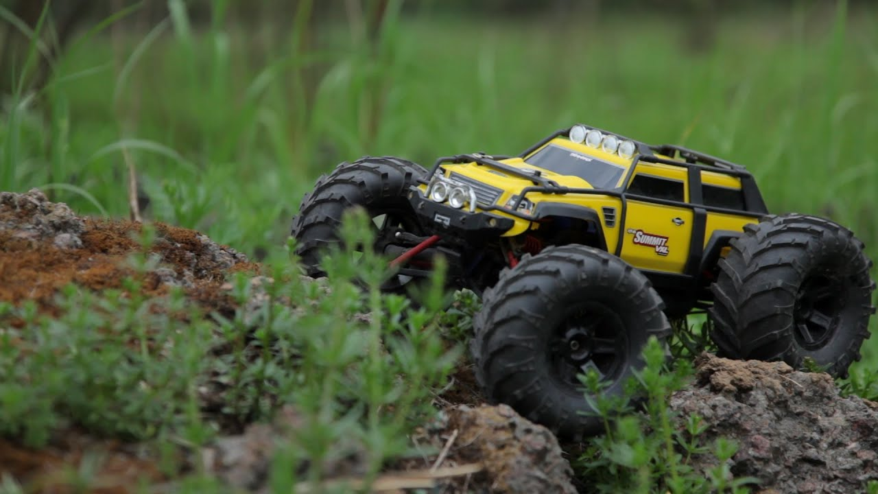 Traxxas Summit 1 16 VXL crawling up and down