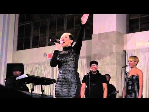 KeKe Wyatt Performs