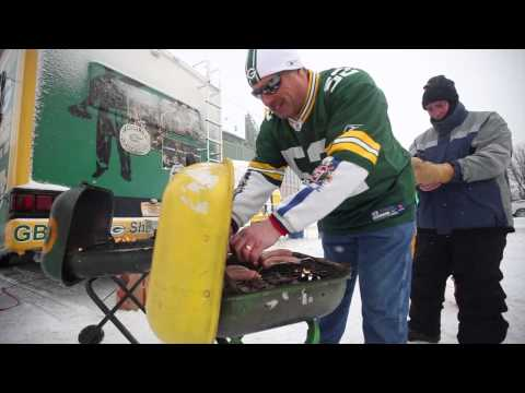 Storm leads to snowy tailgate at Lambeau Field