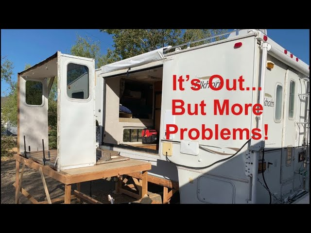 It S Out Rv Slideout Removal And Repair It S Not Good News Youtube