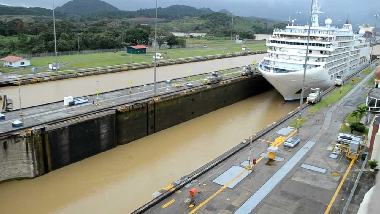 Canal de Panamá - Esclusa de Miraflores - Paso de crucero - YouTube