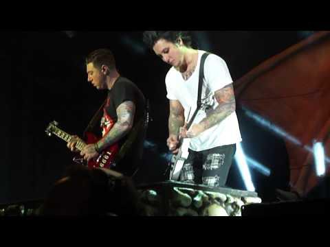 Synyster Gates & Zacky V. solo Bat Country live @ Uproar 2011