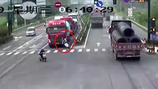 Scooter rider luckily survives being run over by truck