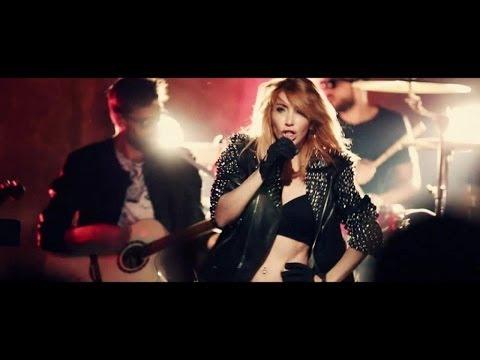 Hande Yener ft.Volga Tamöz - Biri Var