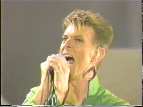 David Bowie – Under Pressure (Live GQ Awards 1997)