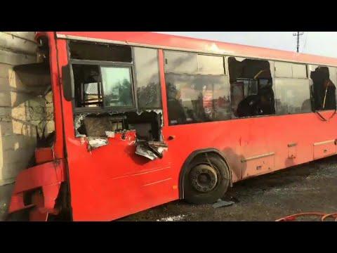 Одна женщина погибла и свыше 30 человек ранены в аварии рейсового автобуса в Перми.