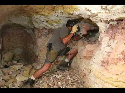 Boulder Opal Mining in Koroit (HQ)