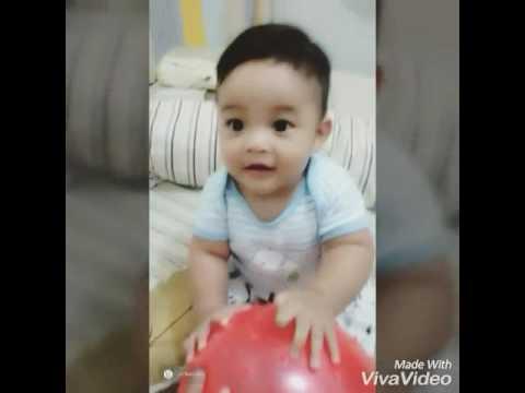 Bayi Ganteng Nan Lucu Belajar Duduk Pegangan Bola