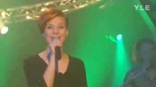 Heidi Kyrö: Säästä Suukkosi Vain (live 2002)