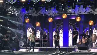 Baixar Zé Neto e Cristiano cantam Sonha Comigo no Wet'n Wild